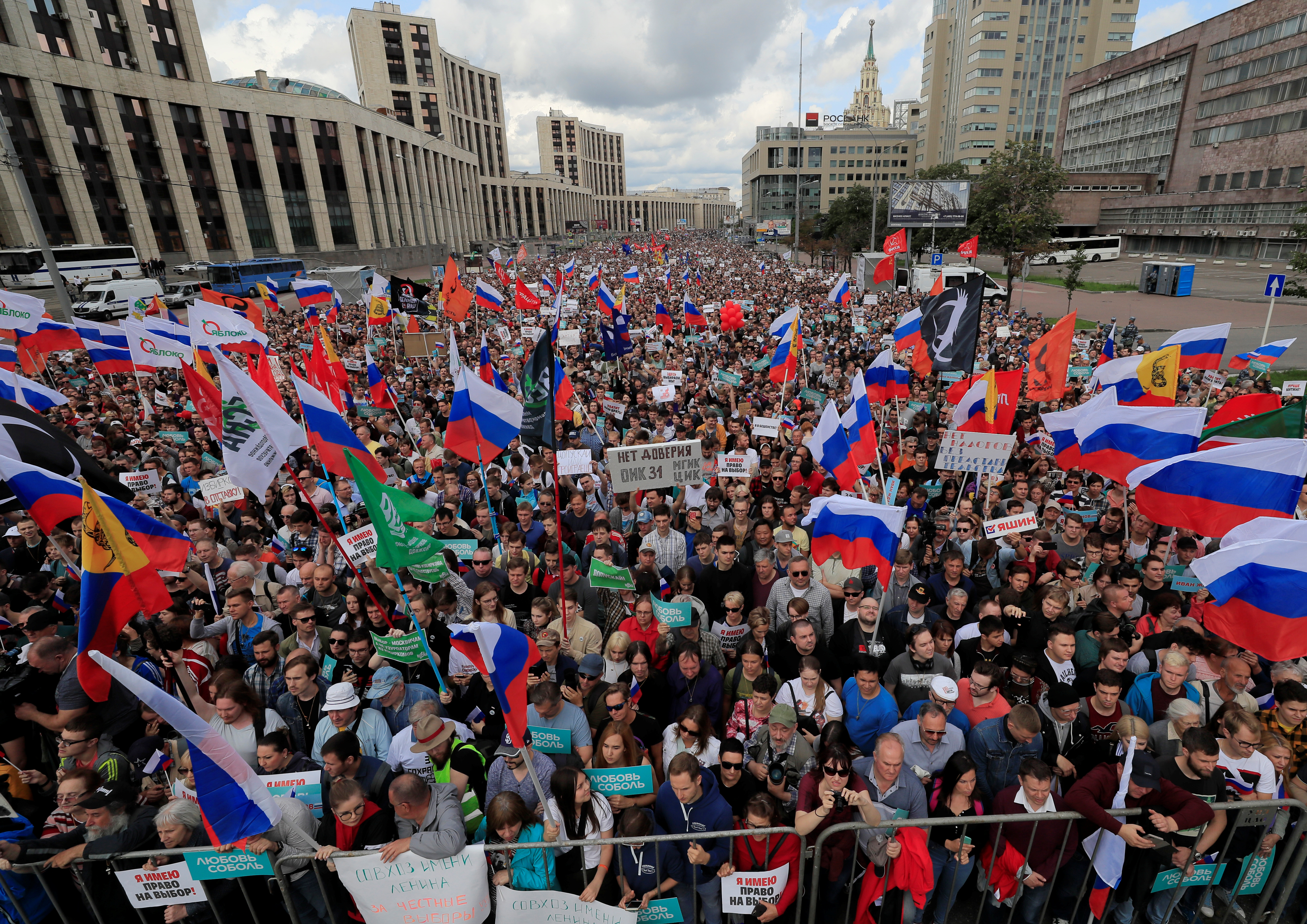 2019-07-20T123434Z_1374073800_RC182B9E1C80_RTRMADP_3_RUSSIA-ELECTION-RALLY.JPG